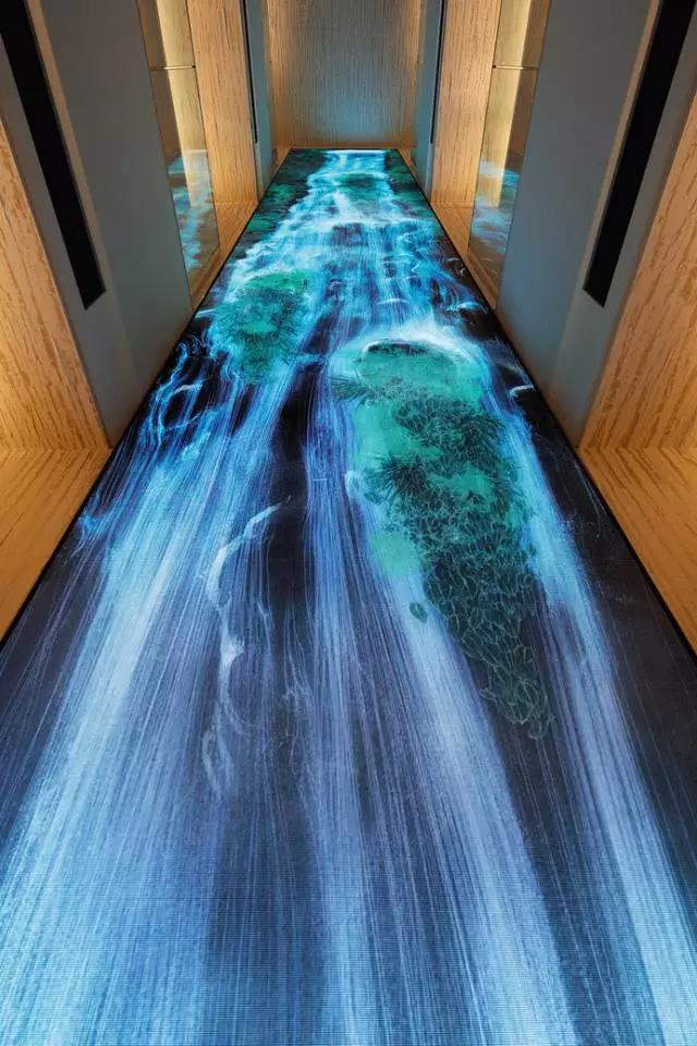 teamLab为东京银座设计的3D电子瀑布,《Universe of Water Particles on the Living Wall》