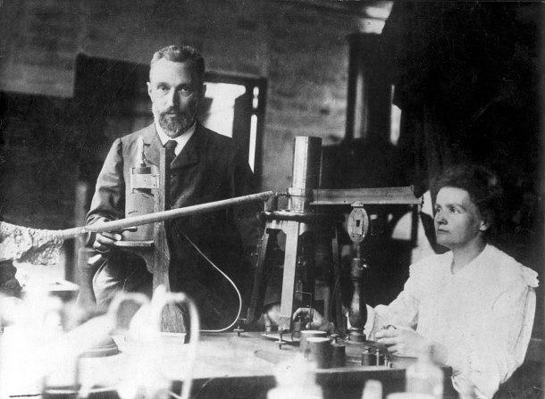 居里夫妇在实验室里。 图片来源:yurtopic.com