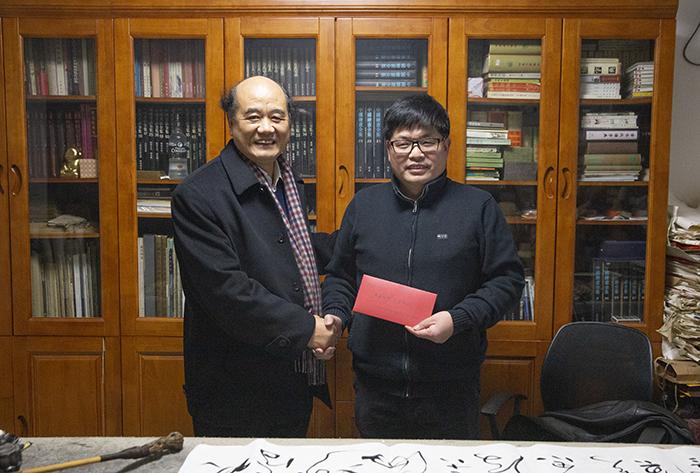 刘建林对西安美术学院教师进行春节慰问图片