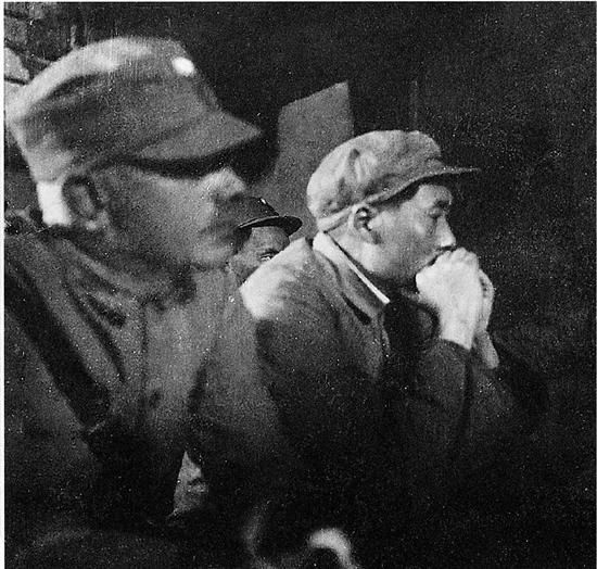 这是迄今为止所能看到的唯一一张毛泽东与白求恩的合影,拍摄于1938年,延安。此照片由白求恩朋友莉莲的儿子比尔先生提供。