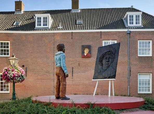 莱顿街头的一座青年伦勃朗雕塑